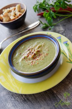 Supa crema de broccoli si dovlecel Baby Food Recipes, Soup Recipes, Vegan Recipes, Cooking Recipes, Romanian Food, Tasty, Yummy Food, Love Food, Creme