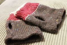 My take on ... http://theblattcave.blogspot.com.au/2011/01/fingerless-mitts.html