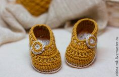 Artículos similares a CROCHET PATTERN for Baby Girl beige booties with flower - Cheap Crochet Boot Pattern, Booties Pattern, Baby Girl Boots, PDF pattern en Etsy Crochet Boots Pattern, Shoe Pattern, Crochet Baby Booties, Love Crochet, Crochet Patterns, Baby Girl Boots, Crochet Buttons, Cute Baby Boy, Baby Patterns