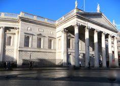 Bank of Ireland (Old Parliament), College Green, Dublin (Photo by Zuzanne) Dublin Ireland, Ireland Travel, Dublin City, Old Photos, Travel Tips, Irish, Photographs, College, Colour