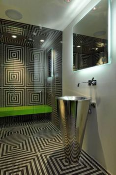 Wand-und Bodenmuster im Bad aus Mosaikfliesen-Metall-Standwaschbeckenmetall-Neongrün Akzente