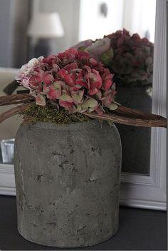hydrangea garden care PTMD Spiritual Pot a - Deco Floral, Arte Floral, Floral Design, Outside Fall Decorations, Flower Decorations, Decoration Buffet, Garden Care, Ikebana, Flower Power
