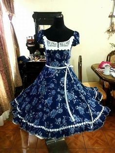 Vestido de China guasa 50s Dresses, Dance Dresses, Summer Dresses, Formal Dresses, Square Skirt, Clogs Outfit, Modelos Plus Size, Fashion Outfits, Womens Fashion