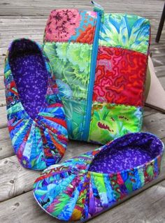 Cool Cats and Quilts: Snappy Slippers & Travel Bag from Cool Cat Creations Tuesday, June 2014 Quilting Projects, Sewing Projects, Quilting Ideas, Sewing Ideas, Sewing Slippers, Acorn Kids, Small Quilts, Cool Cats, Quilt Patterns