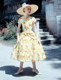 audreyandmarilyn:    Audrey Hepburn in Funny Face (1957).