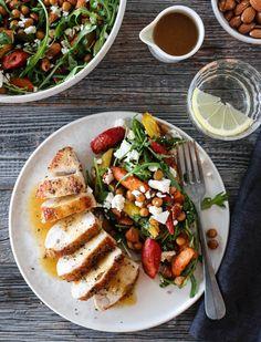KYLLING MED APPELSINSAUS OG LUN GULROTSALAT | TRINES MATBLOGG Eating Well, Cobb Salad, Feta, A Food, Nom Nom, Veggies, Chicken, Healthy, Country