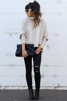 Grey Oversized Sweater Black Ripped Jeans Black Bags How to Wear Grey Sweater Black Jeans Outfit Cute Fall Outfits Fashion Trends Oversize Pullover, Oversized Grey Sweater, Chunky Sweaters, Chunky Knits, Gray Sweater, Cropped Sweater, Jumper, Mode Outfits, Casual Outfits