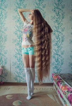 Growing long hair is a struggle. Heck, it can even be difficult to get it past our shoulder blades, but this real life Rapunzel boasts locks that graze her shins!