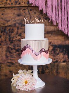 Love the yarn detailing on this fun wedding cake!