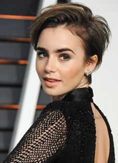 Not one for the fainthearted but Lily Collins super cute pixie cut manages to suit a range of face shapes and is low maintenance for maximum impact Brünetter Pixie, Short Pixie, Short Hair Cuts, Short Hair Styles, Pixie Crop, Haircuts For Fine Hair, Pixie Hairstyles, Short Hairstyles For Women, Celebrity Hairstyles