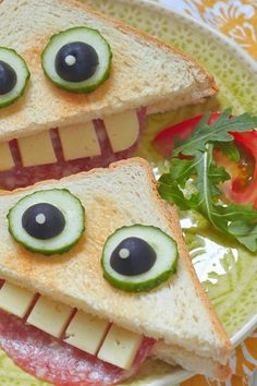 Ideas fáciles y divertidas de comidas para Halloween Halloween recipes to try for the kids. They enjoy to eat in funny ways. Ideas fáciles y divertidas de comidas para Halloween Halloween recipes to try for the kids. They enjoy to eat in funny ways. Food Art For Kids, Cooking With Kids, Kid Food Fun, Kids Fun Foods, Food For Children, Easy Food Art, Cute Kids Snacks, Children Cooking, Creative Food Art