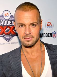Joey Lawrence.  A whole lotta yum right there.