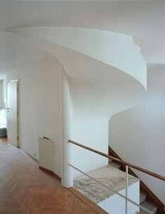 Risultati immagini per josef frank haus beer Josef Frank, Style At Home, Chief Architect, World Of Interiors, Architectural Features, Beautiful Space, Minimalist Home, Interiores Design, Modern Architecture