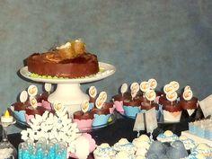 Bolo e cupcakes de pão de mel