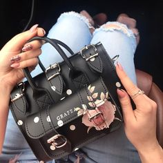 A collection of women's luxury Here you will uncover luxury handbags for the handbag addicts Cheap Purses, Cheap Handbags, Cute Purses, Black Handbags, Purses And Handbags, Leather Handbags, Cheap Bags, Leather Totes, Classic Handbags
