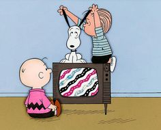 ❤️Charlie Brown, Snoopy and Linus work the TV rabbit ears, gif Snoopy Love, Charlie Brown Et Snoopy, Snoopy Et Woodstock, Peanuts Snoopy, Peanuts Cartoon, Peanuts Comics, Gifs Snoopy, Snoopy Quotes, Snoopy Images