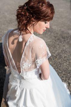 coiffure mariage cheveux roux robe de marie dos nu en dentelle - Coiffeur Maquilleur Mariage