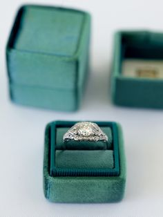 Emerald Green small velvet ring with separate lid made from limited edition velvet.