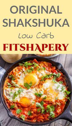 Das originale Shakshuka Rezept. Ein köstliches Low Carb Gericht mit Tomaten und Eiern. Wer möchte, kann auch noch etwas Feta über das Shakshuka geben.
