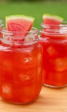 Watermelon Sweet Tea-Sweet tea combined with fresh squeezed watermelon juice for a sweet spring or summer beverage. This refreshing drink recipe combines a simple syrup with tea and watermelon that is perfect for parties and picnics. Serve this at your ne Party Drinks Alcohol, Party Food And Drinks, Non Alcoholic Drinks, Fun Drinks, Healthy Drinks, Alcoholic Punch, Healthy Food, Sweet Tea Recipes, Iced Tea Recipes