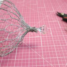 Use dollar store items to create a shabby chic chicken wire cloche. Chicken Wire Art, Chicken Wire Crafts, Chicken Wire Sculpture Diy, Dollar Tree Crafts, Garden Art, Glass Garden, Diy Garden, Garden Club, Dollar Stores