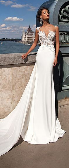 Chic Tulle & Chiffon Jewel Neckline Mermaid Wedding Dresses With Lace Appliques