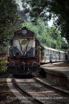 Trens e Locomotivas by Daniel Alho / Kerala Train Old Steam Train, Mother India, Old Trains, Kerala India, Train Tracks, India Travel, Incredible India, Locomotive, National Parks