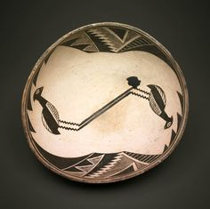 Classic Mimbres black-on-white ceramic bowl with mirror pattern of birds framed by geometric motifs. New Mexico. Collection of Art Institute of Chicago.