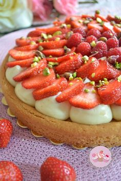 Tarte à la Fraise sur sablé breton French Sweets, French Food, Cooking Time, Cooking Recipes, Summer Pie, Thermomix Desserts, Beautiful Desserts, Sweet Pie, Desert Recipes