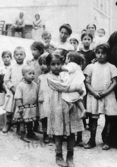 Προσφυγόπουλα, 1922 Greece Photography, Vintage Photography, Historical Photos, The Past, Places To Visit, Greek, Old Things, Asia, Black And White