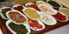 Soğuk meze tarifleri, Doğu Akdeniz'de ve bilhassa mutfağımızda bulunan tek yemek grubudur. Çoğunlukla soğuk olarak servis edilir. Asıl yemek öncesi aperitif şeklinde tüketilir. Mezeler çok farklı türlerde olabilmektedir. Peynir, salam, yoğurt, peynir benzeri k