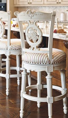 A testament to old-world craftsmanship, our Grapes Bar Stool incorporates precisely detailed handcarving in hardwood and mahogany veneers.