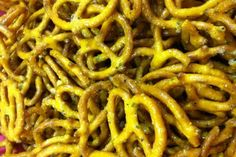 Honey Mustard Seasoned Pretzels from The Ranch Kitchen! Crazy good and so spicy! Spiced Pretzels, Seasoned Pretzels, Pretzels Recipe, Recipes Appetizers And Snacks, Snack Recipes, Cooking Recipes, Mustard Pretzels, Spicy Honey, Ranch Kitchen