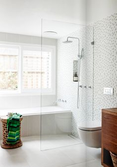 Entryway Decor Ideas Modern White tile bathroom with glass shower.Entryway Decor Ideas Modern White tile bathroom with glass shower White Bathroom Tiles, Bathroom Layout, Shower Room, Tub Shower Combo, House Bathroom, Bathrooms Remodel, Bathroom Renos, Laundry In Bathroom, Shower Tub