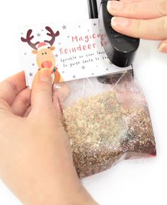Learn how to make your own reindeer food for Christmas Eve with our magic reindeer food recipe and free printable labels. An easy Christmas Eve idea that kids will love!