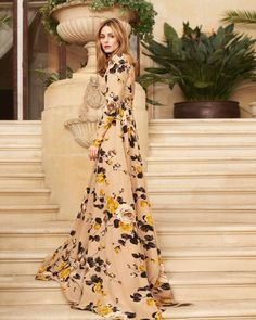 #FashionMemo: On mild summer evenings, sometimes the coolest thing to do is cover up. Make like style icon @OliviaPalermo and try a dramatic but flattering maxi dress. : @driuandtiago Fashion Editor: @joannaschlenzka Dress by: #Rochas