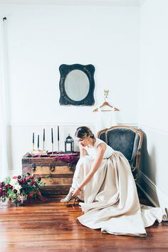Moody spring wedding inspiration | Photo by Five For Love Photography | Read more -  http://www.100layercake.com/blog/wp-content/uploads/2015/04/moody-spring-wedding-inspiration
