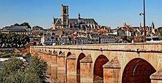 Nevers - Wikipedia, la enciclopedia libre Hiroshima, Vatican City, Multimedia, Herb, 11th Century, Town Hall, Monuments, Palaces, Cities