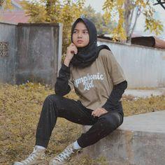 Hijaber Turki: Anggi Beautiful Model of Hijab From Semarang Ootd Hijab, Hijab Chic, Beautiful Models, Dna, Casual, Semarang, People, Chara, Shirts