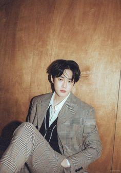 Suho - 200402 'Self-Portrait' album contents photo Kpop Exo, Suho Exo, Exo Kai, Exo Ot12, Kim Junmyeon, Exo Members, K Idol, Korean Singer, Cute Wallpapers