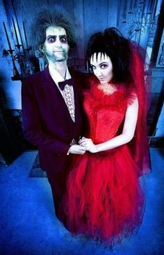 Beetlejuice and Lydia | 30 Amazing '80s & '90s Inspired Cosplay