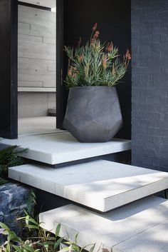 Exterior Entrance Design Concrete Planter Top trending pins for June, see the rest of the favourites for interiors and style inspiration! Concrete Color, Concrete Steps, Concrete Design, Concrete Planters, Modern Landscape Design, Modern Landscaping, Shade Landscaping, Contemporary Landscape, Landscaping Ideas