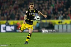 News Photo : Erik Durm of Dortmund in action during the...