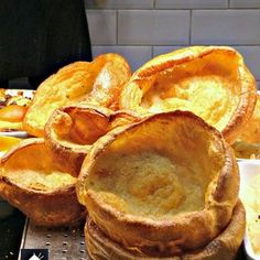 Yorkshire Pudding, a. popovers are so delicious! Serve as part of a main meal with lots of gravy, or as an appetizer and fill them with goodies. Beef Recipes, Cooking Recipes, Cat Recipes, What's Cooking, Healthy Recipes, Yorkshire Pudding Recipes, Gourmet Breakfast, Breakfast Recipes, Mascarpone