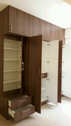 Here you will find photos of interior design ideas. Get inspired! Wardrobe Laminate Design, Wall Wardrobe Design, Wardrobe Interior Design, Wardrobe Door Designs, Wardrobe Room, Wardrobe Furniture, Bedroom Closet Design, Bedroom Furniture Design, Sliding Wardrobe