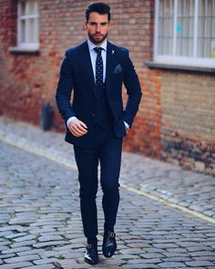 Men's fashion is not as easy as we think it is. Wedding Dresses Men Indian, Wedding Suits, Three Piece Suit, 3 Piece Suits, Men's Suits, Blazer Outfits Men, Best Street Style, Classy Men, Dapper Men