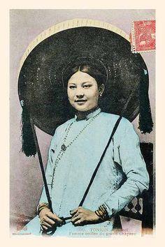 Vietnam woman beauty through ancient fashion
