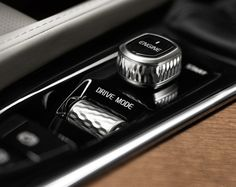 The diamond-cut knurled controls for the start-stop button and volume control…