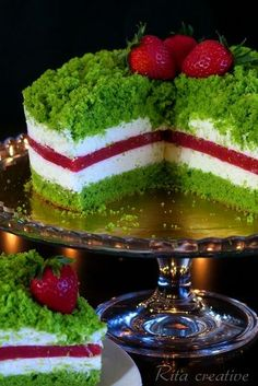 ciasto szpinakowo truskawkowe Spinach Cake, Homemade Sweets, Good Food, Yummy Food, Sandwich Cake, Types Of Cakes, Sweet Desserts, Confectionery, Food Presentation