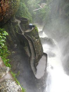 El Pailon del Diablo, Ecuador